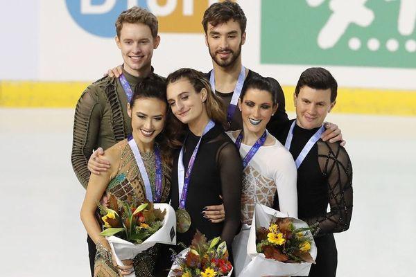 Le podium de l'épreuve de danse libre aux Internationaux de France de patinage à Grenoble.