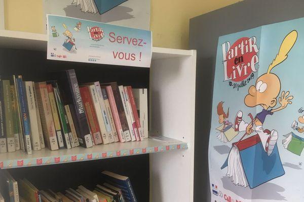 Des livres à disposition à la gare routière de Fougères
