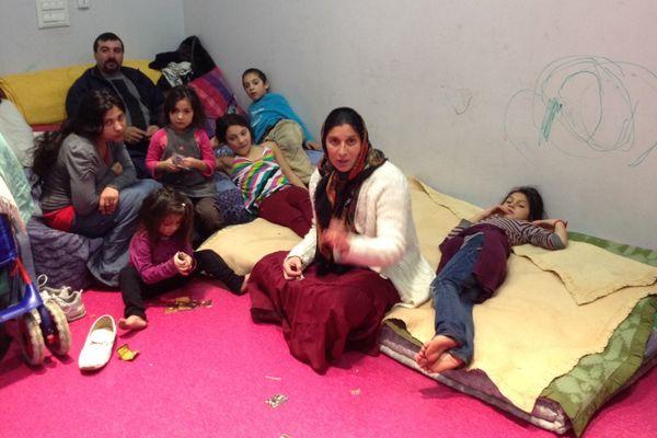 Plusieurs familles Roms ont investi la toute nouvelle bourse du travail à Lille Fives dans les locaux des syndicats le 28 octobre 2013. Ici l'une d'elles aujourd'hui 23 décembre 2013