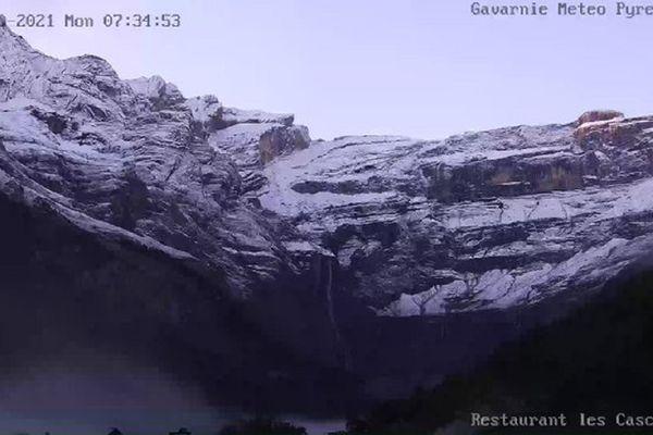 Première couche de neige à Gavarnie.