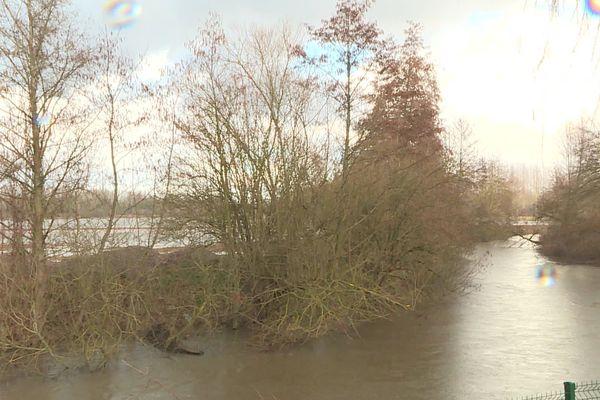 La Serre est un affluent de l'Oise qui court jusqu'à Montcornet