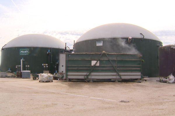 A  Brazey-en-Plaine, cette unité de méthanisation a été installée dans une ferme pour valoriser les déchets de productions : bovins et céréales.