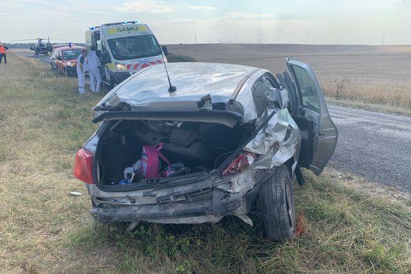 Le radar a enregistré l'automobiliste à la vitesse de 171Km/h au lieu de 80Km/h. Pour des raisons de sécurité, les gendarmes n'ont en aucun cas engagé une poursuite du véhicule