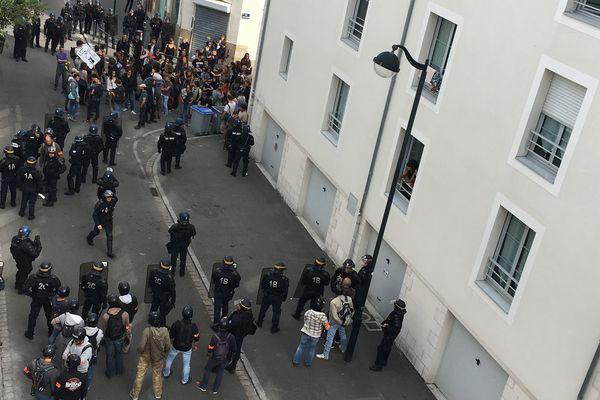 Les manifestants du Stop Climate Chance bloqués rue Perrault