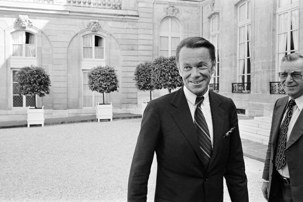Archives 2 Août 1977. Albin Chalandon, alors directeur d'Elf Aquitaine, devant le palais de l'Elysée. L'ancien ministre de la Justice est mort à 100 ans.