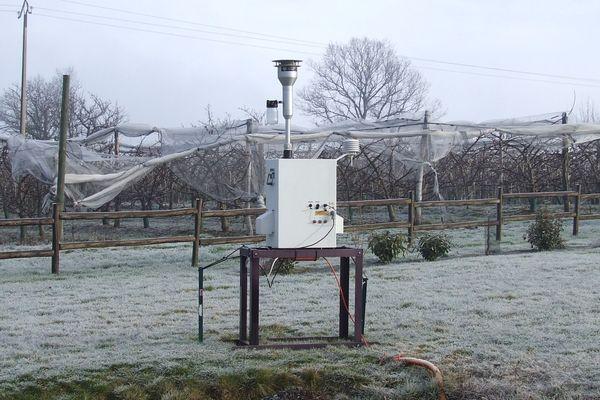 Une station qui permet de mesurer la présence de pesticides dans l'air ambiant. Photo d'illustration.