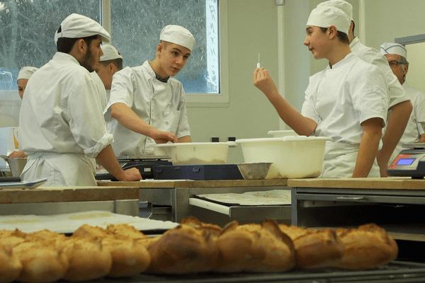 apprentis boulangers au CFA d'Orléans