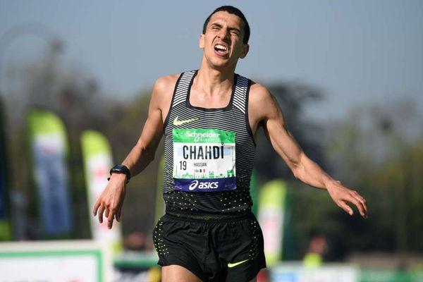 Assan Chahdi en plein sprint à l'arrivée du Marathon de Paris