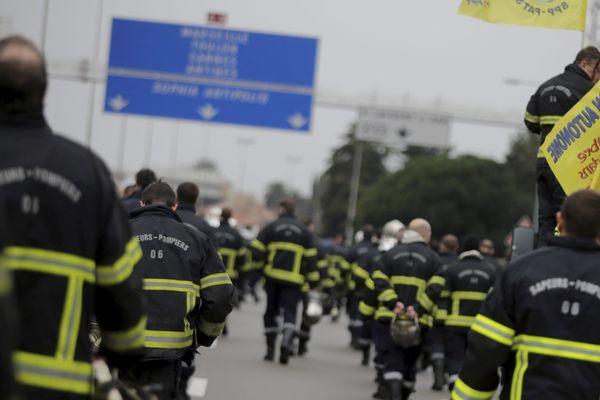 La Fédération autonome des pompiers des Alpes-Maritimes appelle a rejoindre les gilets jaunes ce samedi sur l'autoroute A8 (archive)