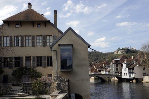 Pendant un an, Anne Roignot-Devroye a été conservatrice du musée Courbet d'Ornans, dans le Doubs.