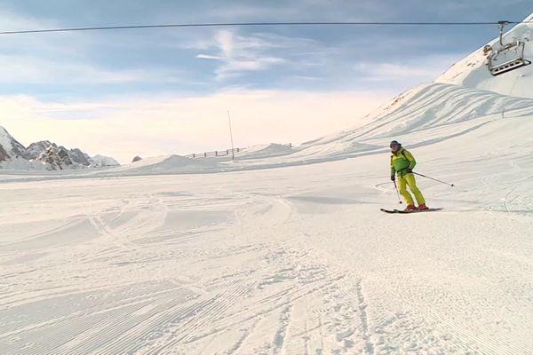 La station de Tignes a balisé des pistes de ski de randonnée pour pallier la fermeture des remontées mécaniques.
