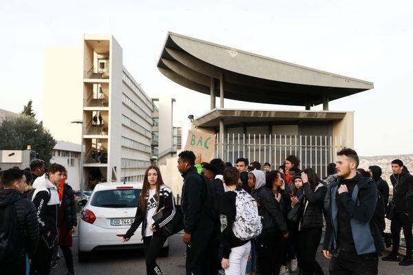 Le lycée Saint-Exupéry dans le 15ème, en grève contre la réforme du BAC, en février 2020.