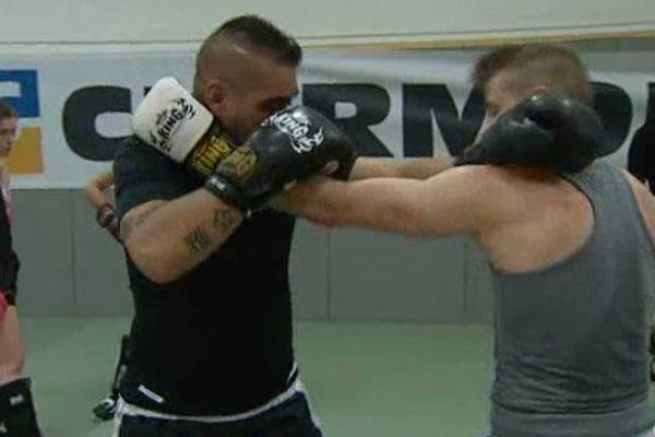 Les boxeurs du Perfect Muay Thai à l'entraînement.