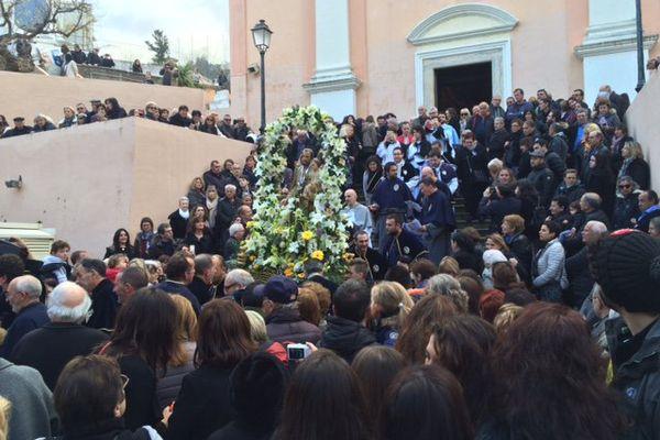 Les confrères portent la statue Saint Joseph en 2016, à Bastia.