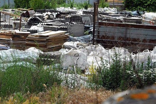 Une partie des déchets amiantés découverts à Saint-Alban (Haute-Garonne) en 2011