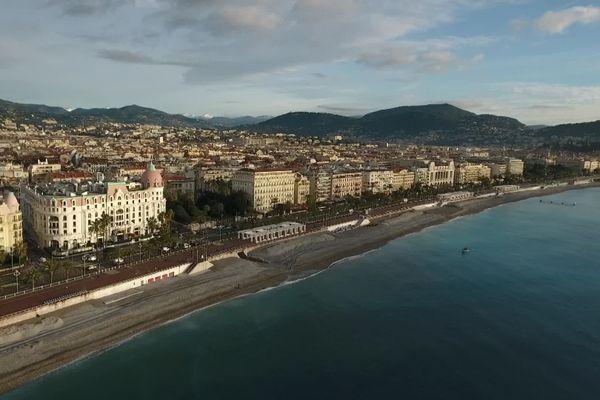 Vue aérienne de la ville de Nice, dans les Alpes-Maritimes.