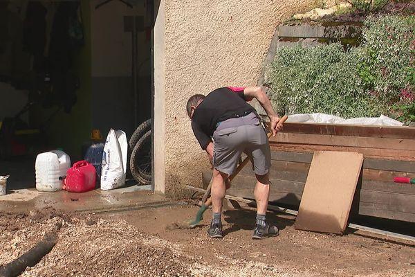 Nantua et ses habitants ont entamé le nettoyage après les inondations, et la Ville espère obtenir la reconnaissance de l'état de catastrophe naturelle
