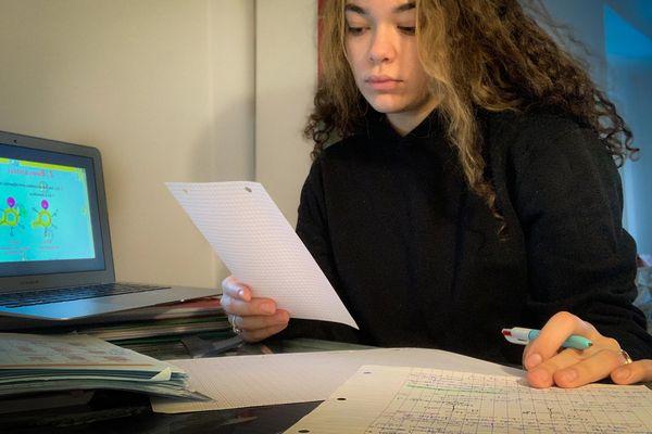 Channel Herbst est étudiante en licence de SVT à Metz. A 18 ans, elle vit mal le manque de relation sociale depuis la fermeture de la fac en novembre 2020.