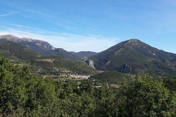 C'est très joli, finalement, il suffit peut-être de regarder le paysage sans tomber malade.