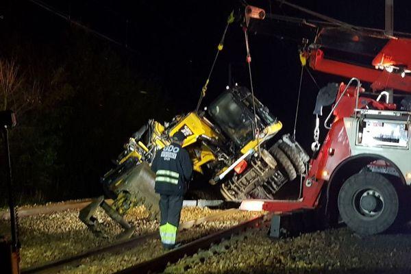 Un engin de chantier est tombé sur les voies entre Lison et Carentan ce mardi 13 octobre