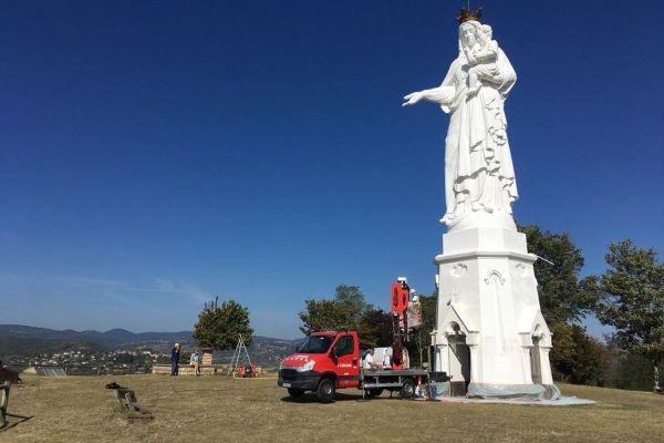 Depuis début septembre, les habitants de Monton redonnent une seconde jeunesse à la vierge de la commune.