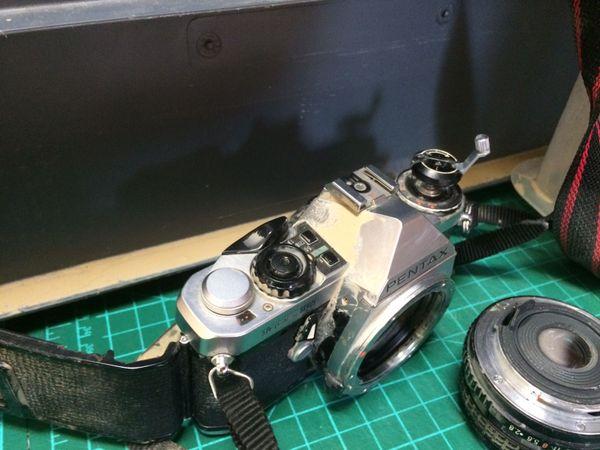 Non, ce n'est pas un appareil photo de reporter de guerre... le matériel de l'imprimerie a fait les frais de l'orage