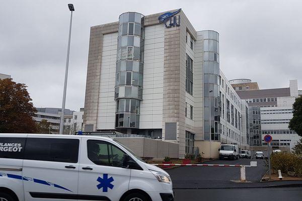 A la Bourboule (Puy-de-Dôme) les secours ont été appelés après qu'un homme a été renversé par une voiture à le jeudi 1 août à 13h30. Le supsect serait son fils, qui s'est rendu à la police quelques heures après avoir pris la fuite.