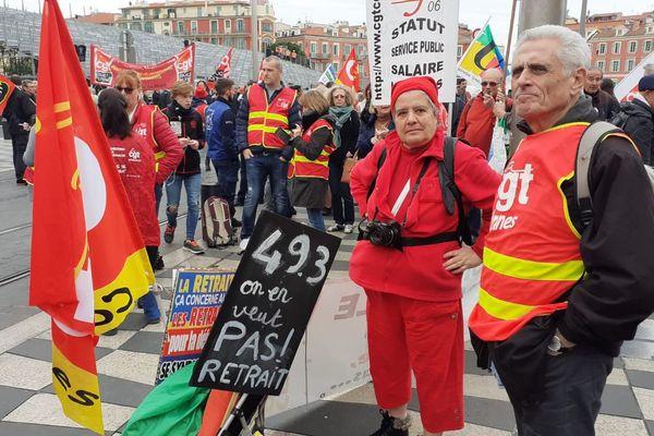 A 11h jeudi 5 mars, environ 350 personnes étaient rassemblées place Masséna pour protester contre la réforme des retraites et l'utilisation du 49.3.