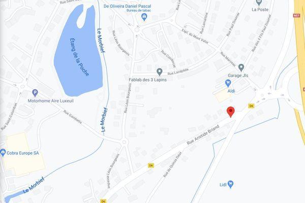 L'accident s'est produit en milieu d'après-midi rue Aristide Briand à Luxeuil-les-Bains.