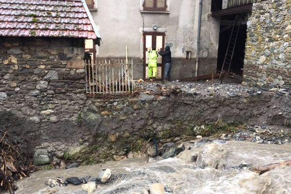 Crêts-en-Belledonne (Isère) où une nonagénaire a perdu la vie ce jeudi 4 janvier 2018 dans sa maison inondée.