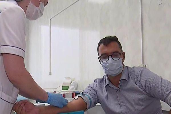 Les députés appellent les personnes de plus de 65 ans à se faire vacciner contre la grippe.