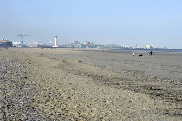 La plage de Dunkerque le week-end, quasiment vide.