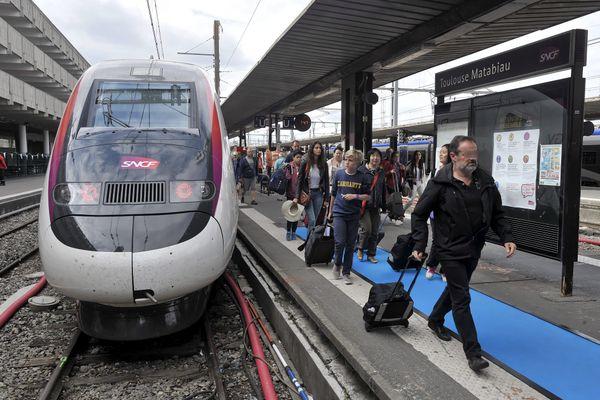 Arrivée le 2 juillet 2017 en gare de Matabiau du TGV inaugural de la Ligne à Grande Vitesse Océane, reliant Paris à Toulouse en 4 heures.