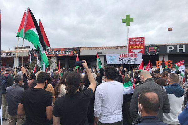 Près de 200 personnes réunies dans le quartier de la Paillade, à Montpellier, ce samedi matin en soutien à la population palestinienne.