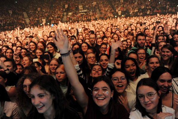 Le public lors du concert d'Angèle au Zénith de Toulouse en novembre 2019.