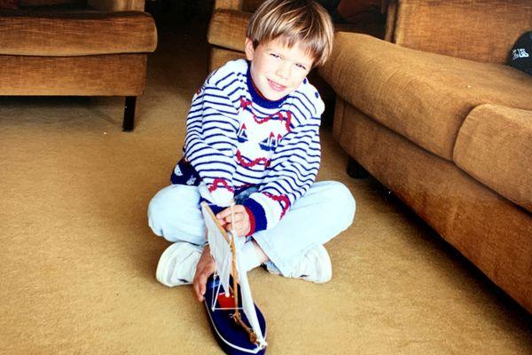 Sébastien Simon, bercé par la mer et la voile dès son enfance, ici à l'âge de 6 ans.