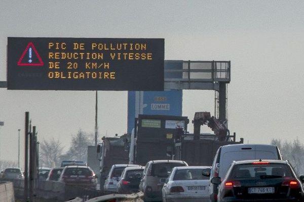 La vitesse maximale autorisée est réduite de 20 km/heure sur certains axes autoroutiers en raison d'un pic de pollution aux particules fines