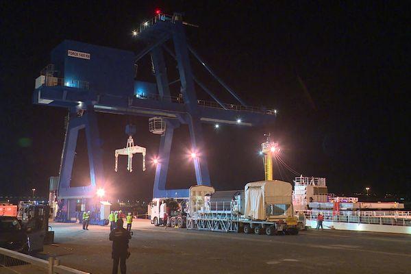 Le containeur chargé de Mox en instance de départ vers le Japon.