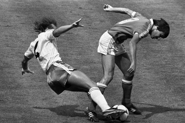"""Bernard Genghini, le numéro 9 dans le dos, était l'un des sommets du """"carré magique"""" de l'équipe de France lors de la Coupe du monde 82, comme ici à Madrid contre l'Irlande du Nord le 4 juillet 1982."""