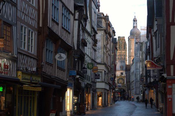 Rue du Gros-Horloge à Rouen – Archives