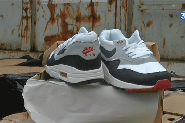 12 tonnes de chaussures Nike et Converse détruites par les douanes à Châteaubriant, ces contre-façons avaient été saisies dans un entrepôt à Clisson