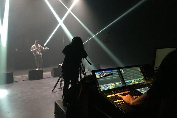 """17 mars 2021- Répétition d'un live vidéo au 106 pour """"Lomax experience"""". Au premier plan : une des 4 régies techniques"""