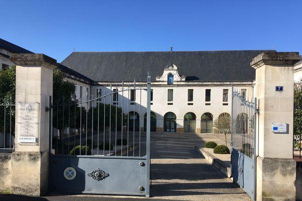 La Maison de l'emploi et de la solidarité (MEF) du Thouarsais est hébergée ici.