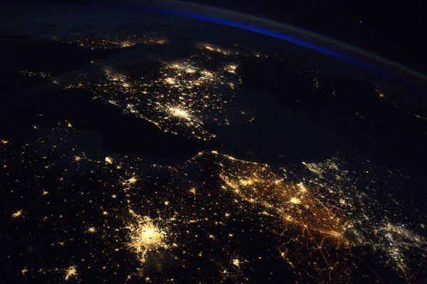 Le Royaume-Uni, la Belgique, les Hauts-de-France et Paris vus de l'espace