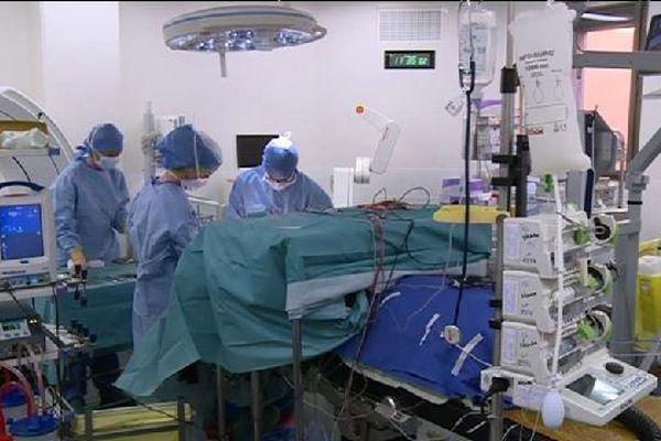 Aujourd'hui, les tumeurs peuvent, dans certains cas, être géolocalisées pour augmenter la précision de l'opération.