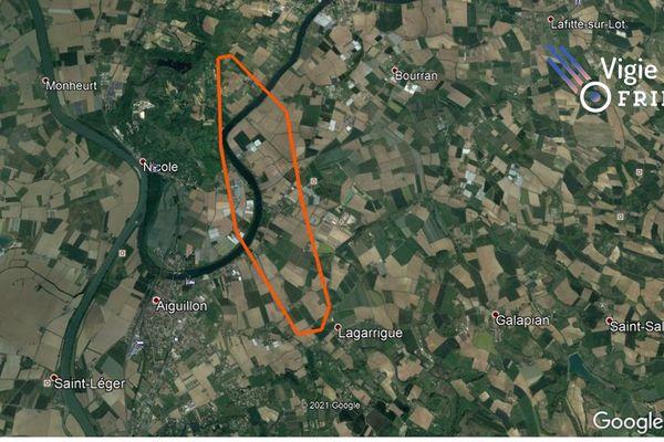 Entouré du trait orange, la zone où sont à-priori tombée les météorites. A l'est d'Aiguillon en Lot-et-Garonne