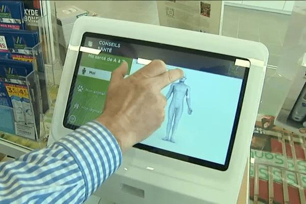 Des tablettes numériques permettent de trouver des informations médicales.