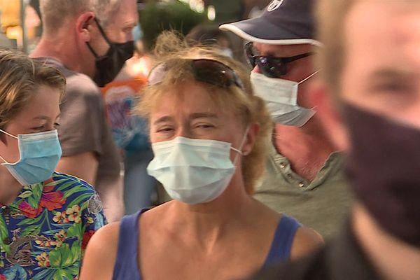 En 20 juillet 2021, dans les rues de Royan, où le port du masque étaient obligatoire pendant les vacances en Charente-Maritime.