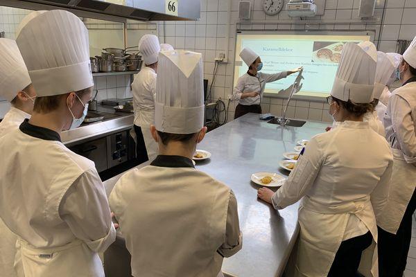 """Cours de cuisine en allemand pour ces seconde """"Azubi-Bac Pro"""" d'Illkirch-Graffenstaden, le 22 janvier 2021"""
