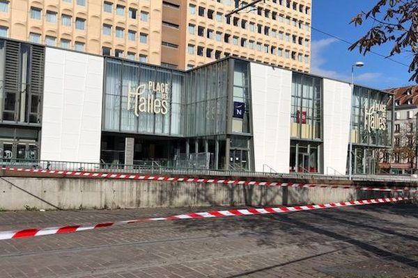 Les Halles à Strasbourg, le 16.10.19, centre commercial désert et tram interrompu